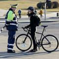 Может ли велосипедист ездить по пешеходному переходу