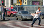 По какой стороне дороги должен идти пешеход