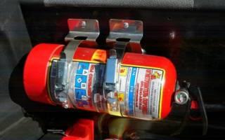 Где должен находится огнетушитель в машине